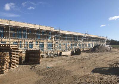 stilladsopsætning ved byggeplads i tilst